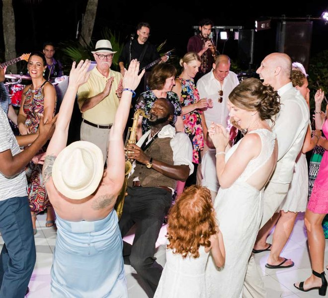 The Brett Foreman Band entertaining guests at a Naples, Florida wedding reception managed by Foreman Productions, Inc.